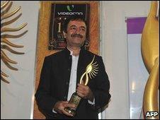 Bollywood director Rajkumar Hirani received an award for his film 3