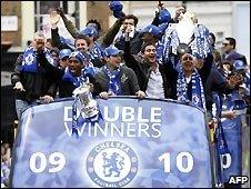 Chelsea celebrate winning the double in 2009/10