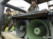 Soldiers install loud speakers on the Korean border (24 May 2010)