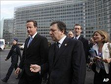 British Prime Minister David Cameron (left) and European Commission President Jose Manuel Barroso in Brussels, 17 June 2010