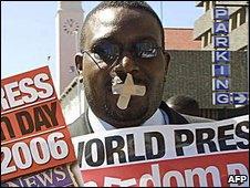 Zimbabwe journalists demonstrate in 2006