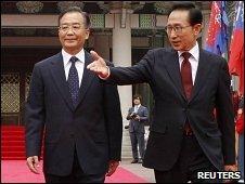 Chinese Premier Wen Jiabao and South Korean President Lee Myung-bak in Seoul (28 May 2010)