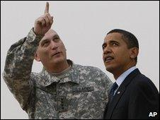 Ray Odierno (left) and US President Barack Obama in Baghdad, Iraq, file pic from 9 April 2009