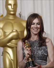 Kathryn Bigelow shows off Oscar for The Hurt Locker