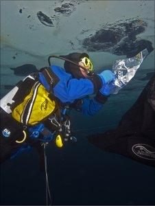 Collecting algae under sea ice (Image: SAMS)