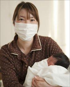 Kozue Sato and her daughter born on 26th March (Photo: Olav A. Saltbones/Norwegian Red Cross)
