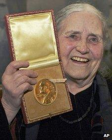 Doris Lessing with her Nobel Prize