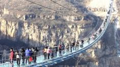 أطول جسر زجاجي معلق في العالم