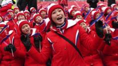 جذبت مشجعات كوريا الشمالية أنظار العالم في دورة الألعاب الأولمبية الشتوية والمقامة في كوريا الجنوبية. وتكشف مشجعة كورية شمالية انشقت منذ سنوات تفاصيل حول مجموعة الفتيات تلك.