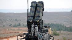 جنود أمريكيين قرب بطارية صواريخ في قاعدة تركية، بتاريخ 5 فبراير/شباط 2013