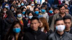 Nhiều người đi lễ ở Hà Nội vào ngày 31/1 đã mang khẩu trang