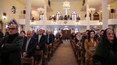 مسيحيون عراقيون في قداس عيد الميلاد بإحدى كنائس بغداد