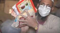 ماذا يفعل المسلمون في باكستان في نسخ المصاحف التالفة؟ فالمسلمون يتحرجون من إلقاء المصاحف في القمامة أو حتى إعادة تدوير الورق