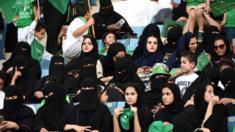 دخول النساء الملاعب الرياضية للمرة الأولى اليوم في تاريخ المملكة.