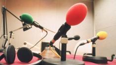 في عصر الانترنت هل مايزال الراديو يحتفظ بألقه القديم