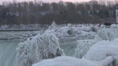شلالات نياجرا يغطيها الجليد