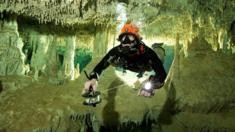 مجموعة من الغواصين يكتشفون ممر يربط شبكة كهوف مع بعضها البعض في شبه جزيرة يوكاتان بشرق المكسيك. وقد تكون شبكة كهوف هذه هي الأطول من نوعها في العالم.