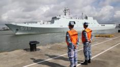 解放军驻吉布提保障基地成立暨部队出征仪式在广东湛江某军港举行