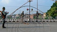 Indian-troops-on-street-in-Kashmir.