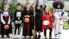 Kids-dressed-up-halloween.