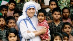 mother-theresa-with-children.