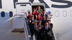 quantas-airline-crew.
