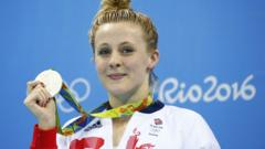 Siobhan-Marie O'Connor holding silver medal