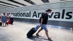 イギリス、国民の海外渡航制限を緩和 32カ国が対象 - BBCニュース
