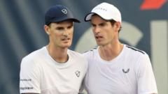 andy-and-jamie-murray-tennis.