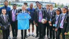 Manchester City footballer Raheem Sterling has met with pupils from his old school in order to give them 500 tickets for the FA Cup semi-final.