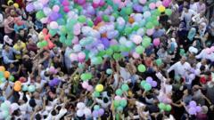 Egyptians catch balloons at Eid