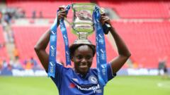 Eniola-akulo-with-trophy.