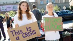 Greta Thunberg (r) and Luisa Neubauer (l)