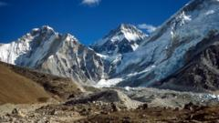 mount-everest-himalayas.
