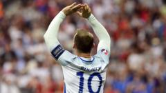 rooney applauds fans