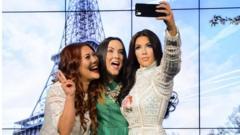 Kim Kardashian waxwork taking a selfie