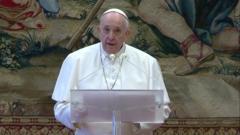 Pope delivers Urbi et Orbi address (25/12/20)