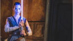 Rey-holding-lightsaber