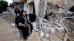 Palestinian women at site of destroyed house in Khan Younis, Gaza (21/07/14)