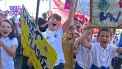 kids-protesting.