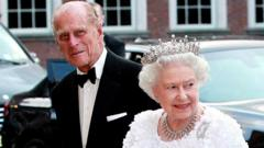 Queen Elizabeth and Prince Philip arrive at state dinner in Dublin
