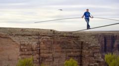 Man crosses Grand Canyon