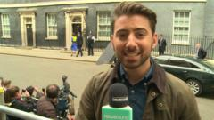 Ricky at Downing Street when Cameron arrives