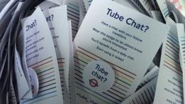 Folhetos informativos distribuídos juntos com os broches