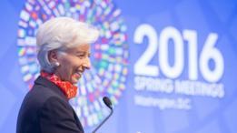 Relatório do FMI, órgão comandado por Christine Lagarde, alerta para dívida brasileira