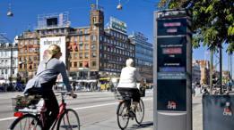 Ciclistas pedalam no centro de Copenhagen