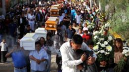 Enterro das vítimas de chacinas no México