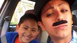Yevette Vasquez e o filho no carro