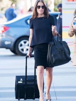 Laura Wasser entrando em um tribunal de Los Angeles