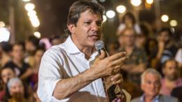 Fernando Haddad durante evento na praça Roosevelt, em São Paulo